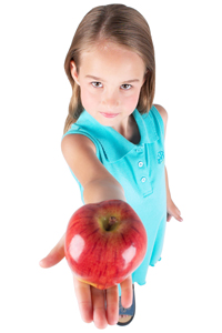 young_girl_with_apple